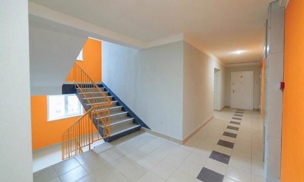 7. Подъезд. Сфотографируйте например лестничную клетку, лифт и т.д