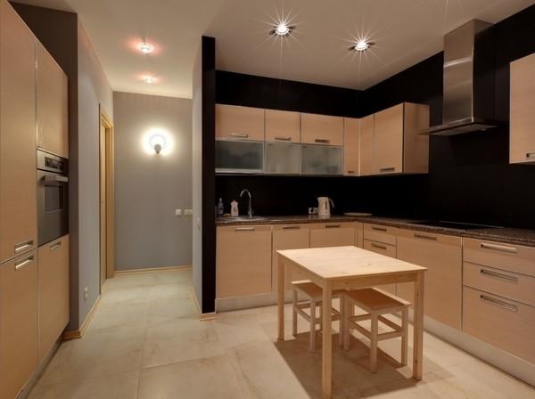 2. Кухня. Достаточно одного-двух фото, на которых видна плита и мебель. Не забудьте снять магниты с холодильника и убрать посуду с кухонной поверхности.